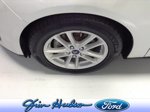 Pre-Owned 2017 Ford Focus SE Sedan GREAT ON GAS