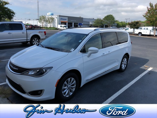 Pre-Owned 2018 Chrysler Pacifica Touring L LEATHER BLIND SPOT MONITORING STOW N GO