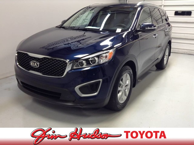 Pre-Owned 2017 Kia Sorento LX...Bluetooth® Wireless Technology
