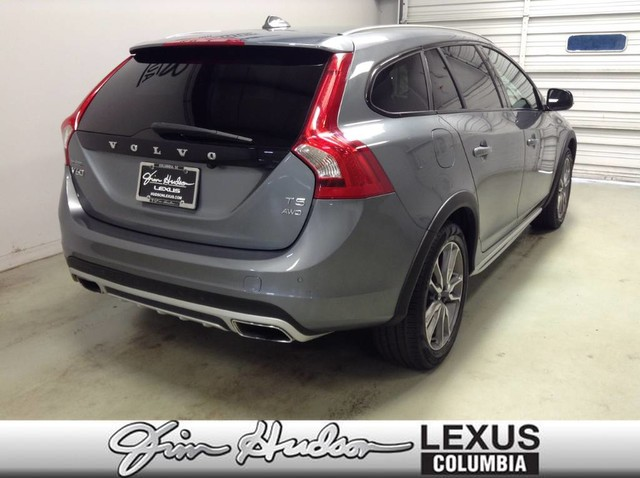 Pre-Owned 2018 Volvo V60 Cross Country, Navigation, Backup Camera, Heated Front Seats, Bl